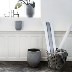 Beautiful flowerpot set Gard from Danish brand House Doctor. Made of fiber clay with concrete finish. The House Doctor Gard flower pots can be combined in the living room with your favorite plant. House Doctor, Sofa Design, Concrete Plant Pots, Concrete Finishes, Large Planters, Unique Rugs, Minimalist Home, Potted Plants, Outdoor Plants