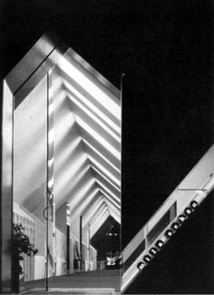 Ugo La Pietra, Sistema disequilibrante, I piani inclinati, boutique Mila Schon, Roma, 1971 (foto Ugo Mulas)