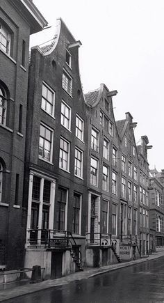 1940's. View on the Zwanenburgerstraat in Amsterdam. On the far right Amstel #1, the building of the Diaconie Weeshuis. The entire row of houses was demolished in 1978 to facilitate the construction of the Stopera. Photo Stadsarchief Amsterdam. #amsterdam #1940 #Zwanenburgerstraat