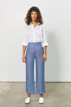 Mara Hoffman Arlene organic linen pants - Denim Stripe on Garmentory Classic Outfits For Women, Classy Work Outfits, Funky Outfits, Girl Outfits, Fashion Outfits, Office Outfits, High Waisted Flares, Petite Fashion Tips, Linen Pants