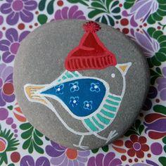 Pío Pío #stone #painting #piedraspintadasenespaña #piedras #pintadas #amano #handmade #stonesoftheworld #beautiful_stones #rock #rockpainting #rockart #paintedstones #paintedrocks #painting #illustration #birds