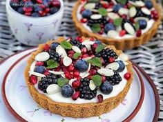 Tartaletky s domácím vanilkovým pudinkem a ovocem Tart Recipes, Cheesecake Recipes, Sweet Recipes, Something Sweet, Cheesecakes, Baked Goods, Tiramisu, Cake Decorating, Food And Drink