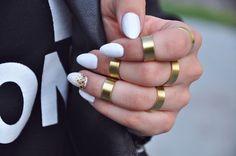 ►25 asombrosos diseños de uñas blancas decoradas
