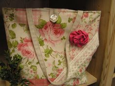 Tasche aus Rosenstoff.