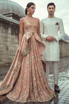 Samarkand Bridal Wear Collection 2018 by Sania Maskatiya – Niftilicious Pakistani Fashion 🌸😇 Pakistani Couture, Pakistani Wedding Dresses, Indian Wedding Outfits, Pakistani Outfits, Pakistani Gowns, Nikkah Dress, Eid Outfits, Indian Couture, Lehenga Designs