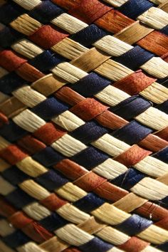 Raranga - Flax Weaving Tuition - Intermediate - Auckland - Eventfinda Flax Weaving, Basket Weaving, Weaving Patterns, Knitting Patterns, Maori Patterns, Types Of Textiles, Maori Designs, Nz Art, Maori Art