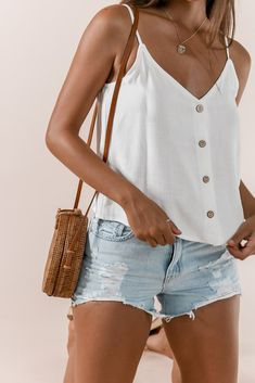 Comfortable Summer Outfits, Stylish Summer Outfits, Casual School Outfits, Cute Casual Outfits, Basic Outfits, Girly Outfits, Denim Shorts Outfit Summer, Casual Shorts, Long Sleeve Running Shirt