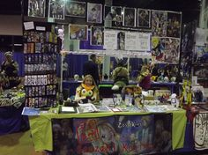 ACen 2012 Artist Alley Table by *kojika on deviantART Get In The Mood, Comic Conventions, Artist Alley, Going Solo, Craft Show Ideas, Buisness, Booth Ideas, Display Ideas, Craft Fairs