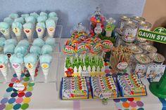 Rainbow display of sweets Elmo Birthday Cake, Birthday Snacks, Girls Birthday Party Themes, Baby Boy First Birthday, Birthday Ideas, Birthday Candy, 5th Birthday, Sesame Street Snacks, Seasame Street Party