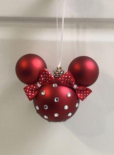 Disney Christmas Crafts, Mickey Mouse Christmas, Diy Christmas Decorations Easy, Christmas Ornament Crafts, Homemade Christmas Gifts, Christmas Projects, Christmas Fun, Holiday Crafts, Disney Ornaments