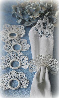 Crochet Napkin Rings - no pattern Thread Crochet, Crochet Motif, Crochet Doilies, Crochet Flowers, Crochet Lace, Crochet Home Decor, Crochet Kitchen, Crochet Gifts, Knit Patterns