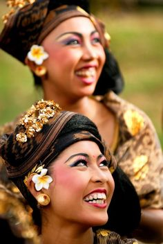 A smile from Bali ~ Denpasar, Indonesia • photo: Yoga Raharja on TrekEarth