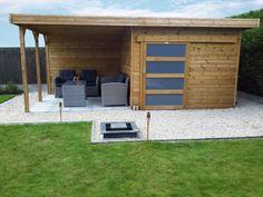 abri de jardin toit plat avec porte coulissante et terrasse.