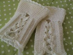 Love the laces - Crochet Mittens , Fingerlessgloves