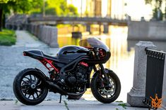 Daytona 955I cafe racer Mat Custom - RocketGarage - Cafe Racer Magazine
