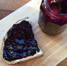 Mes confitures aux fruits rouges à faible teneur en sucre – Je mange donc je vis Cheesecake, Desserts, Food, Chutneys, Table, Red Berries, Cooker Recipes, Drinks, Cheesecake Cake