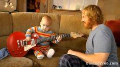 Bebe Tocando la Guitarra SE VCS INTERESSAR...POÇO SER UM DIVULGADOR DE VCS ? vpmpotenciamaxima@hotmail.com.br