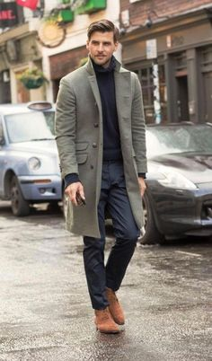 A grey overcoat and navy dress pants are a truly stylish ensemble to try. If you want to easily dress down this outfit with one item, why not complete this ensemble with a pair of brown suede desert boots? Mens Fashion 2018, Latest Mens Fashion, Fashion Mode, Style Fashion, Fashion Brand, Older Mens Fashion, Fashion Ideas, Fashion Check, Fashion Blogs