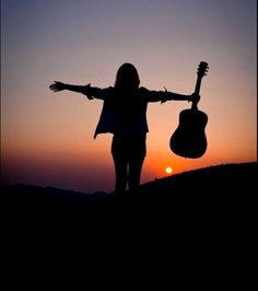 Travel Alone Photography Freedom 70 Ideas { travel } Travel Alone Photography Freedom 70 Ideas Alone Photography, Guitar Photography, Silhouette Photography, Girl Photography Poses, Creative Photography, Nature Photography, Travel Photography, Silhouette Fotografie, Music Lovers