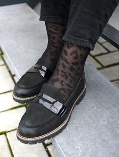 Conseil styling: portez vos moccasins avec des chaussettes nylon avec un imprimé pour un look tendance | Elementz@brantano