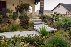 Réalisation d'un escalier contemporain fondu dans un tableau végétal