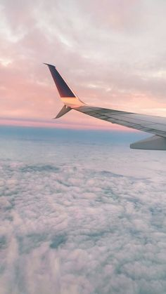 See more of stormiegoldsmith's VSCO. Airplane Photography, Nature Photography, Travel Photography, Airplane Wallpaper, Iphone Background Wallpaper, Soft Wallpaper, Aesthetic Desktop Wallpaper, Aesthetic Backgrounds, Sky Aesthetic