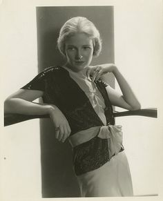 Portraits of Ann Harding by Ernest A. Old Hollywood Style, Hooray For Hollywood, Hollywood Fashion, Hollywood Actresses, Classic Hollywood, Kelly Kitty, Helen Twelvetrees, Ann Harding, Mary Astor