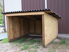 goat or pig shelter Sheep Shelter, Goat Shelter, Horse Shelter, Shelter Dogs, Animal Shelter, Lean Too Shelter, Goat Shed, Goat House, Goat Barn
