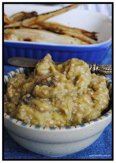 Otra receta súper fácil para hacer algo rico y diferente.  Coloca en el microondas las berenjenas que quieras cocina, pinchalas y cocina a...