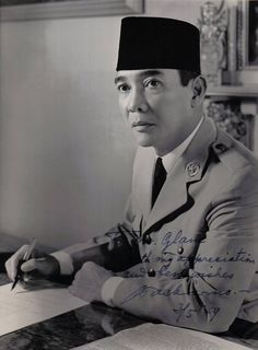 Dutch defense made more angry. So that in July PNI was dissolved. After his release in Sukarno joined Partindo and once led. As a result, he was re-arrested Dutch and exiled to Ende, Flores, Four years later transferred to Bengkulu. The Proclaimers, T Shirt Factory, Indonesian Art, Unity In Diversity, Dutch East Indies, Street Dance, Historical Pictures, Founding Fathers, Role Models