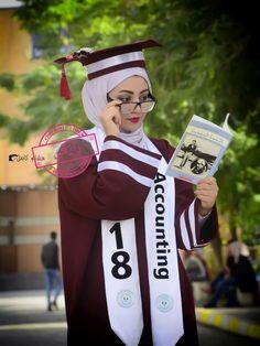 Modest Fashion, Hijab Fashion, College Graduation Pictures, Graduation Photography, Purple Wallpaper, Hijab Chic, Muslim Girls, Female Poses, Hijab Outfit