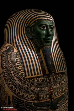 Mummy casket Peftjaoeneith - superintendent of the temple domains wood length: 2.40 meters Date: ca. 664-525 BC. Collection (Egypt) National museum of Antiquities.