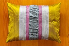 gathered pillow tutorial #pillow #decorating #sewing