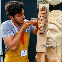 Wood Carving Faces, Woodworking Shop Layout, Wood Burning Art, Whittling, Green Man, Wood Art, Poses, Stair Risers, Woodcarving