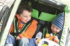Wspólne podróże zbliżają rodzeństwo - przekonajcie się sami :-) Croozer dla dwójki dzieci dostępny u nas na http://www.planetarodzina.pl/oferta-wypozyczalni/8/przyczepki-rowerowe-3w1-croozer-kid-for-2/.