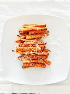 Fast, healthy and easy: carrot fries as finger food Food To Go, Food And Drink, Carrot Fries, Finger Foods, Carrots, Veggies, Eat, Cooking, Healthy