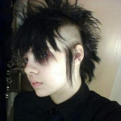 Emo Boy Hair, Goth Hair, Pelo Mohawk, Hair Inspo, Hair Inspiration, Mohawk Hairstyles Men, Short Punk Hairstyles, Poofy Hair, Pale Face