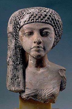 Mektaten the daughter of Nefertiti; wearing the symbolic ancient Egyptian 'sidelock of youth'. Ancient Aliens, Ancient Egyptian Art, Ancient History, Egyptian Queen, Black History, Art History, Objets Antiques, Art Afro, Amenhotep Iii