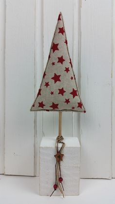 Weihnachtsdeko - 2 Stoff-Tannenbäume auf Holzpfosten Holzstelen - ein Designerstück von MARA-MELIEvonHerzen bei DaWanda