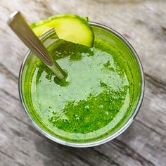 The Skin-Brightening Kale Smoothie Smoothie Vert, Power Smoothie, Healthy Protein Snacks, Healthy Breakfasts, Eat Healthy, Juice Cleanses, Filling Snacks, Natural Colon Cleanse, Colon Detox