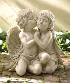 Feng Shui Love Products and Feng Shui Cures for Love: Feng Shui Love Products: Kissing Cherubs Garden Statue