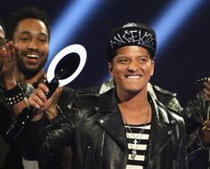 Snapshot: February 20 - Bruno Mars - That's the grin of an international superstar. Bruno Mars accepts the International Male Solo Artist award at the Brit Awards 2014 on Feb. 19 in London Bruno Mars Awards, Bruno Mars Show, Celebs, Celebrities, Superstar, Pop Culture, Hot Guys, Punk, Singer
