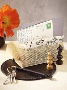Schöne Idee um alte Bücher in Rente gehen zu lassen *** Upcycling for Books - Great!