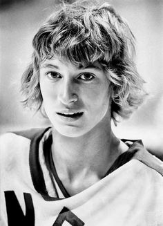 Wayne Gretzky, a hero of mine since age 16 after joining the boy's hockey team as a Chinese exchange student (and the only girl). Thanks for making a part of my life absolutely memorable. Hockey Pictures, Wayne Gretzky, Hockey Games, Edmonton Oilers, Sports Figures, National Hockey League, New York Rangers, Hockey Players, People
