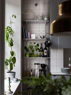 A charming light blue kitchen via Krone Kern Home Interior, Kitchen Interior, Kitchen Decor, Kitchen Design, Kitchen Storage, Apartment Kitchen, Apartment Design, Room Deviders, Light Blue Kitchens