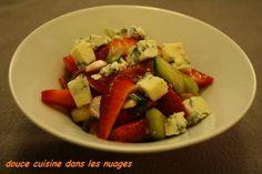 """750g vous propose la recette """"Salade avec Fraise et Fourme d'ambert"""" notée 4/5 par 4 votants."""