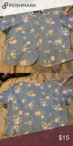 Chambray floral top Chambray floral top. Size XL. Would look cute for spring and summer with white jeans and brown sandals. Will fit on the shorter size. Tops Crop Tops