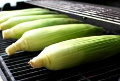 The easiest, tastiest way to grill your sweet corn. Grilled sweet corn is not only extremely easy to cook, but also brings out all the sweet, delicious flavors of the corn. Grilled Fruit, Grilled Vegetables, Grilled Meat, Vegetable Side Dishes, Vegetable Recipes, Chef Cuistot, Grilling Recipes, Cooking Recipes, Vegetables Garden