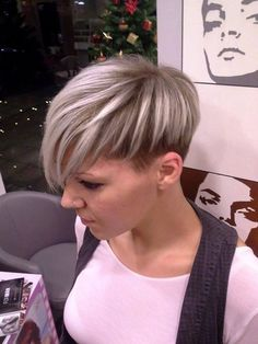 Mit kurz geschnittenen Haaren hat man so viele Stylingvariationen! Wir zeigen Dir schöne Inspirationen. - Aktuelle Frisuren
