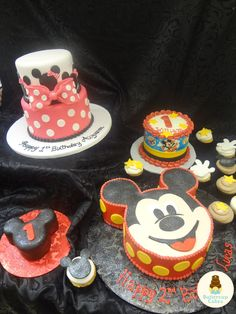 Mickey and Minnie Mouse Cakes and Cupcakes